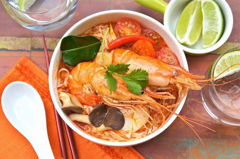 sup yang bercitarasa gurih yang khas dari Thailand