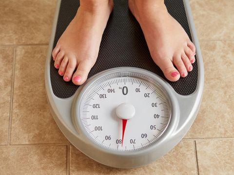Berat badan naik selepas lebaran? Solusi menurunkannya tak hanya olahraga lho.