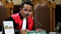 Hakim Binsar ke Saksi: Kenapa Tidak Perhatikan Wajah Mirna Saat Kolaps?