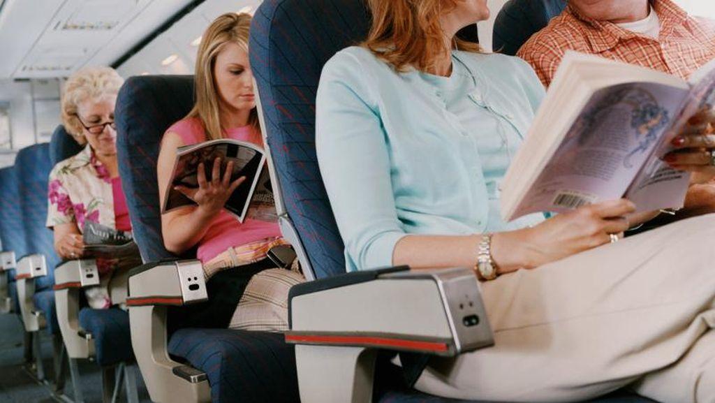 Paling Susah di Pesawat, Ini Keuntungan Tak Terduga Penumpang Kursi Tengah