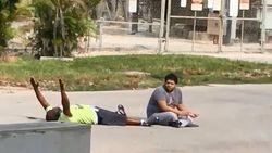 Pria AS Ditembak Polisi Usai Angkat Tangan ke Atas dan Berbaring di Aspal