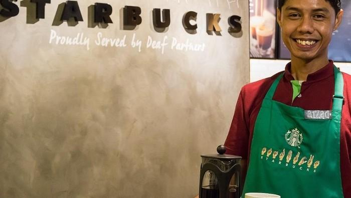 Untuk Pertama Kalinya Penyandang Tuna Rungu Bisa Bekerja di Gerai Starbucks