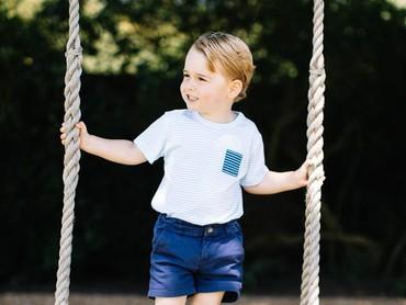 Untuk memperingati ulang tahun ke-3 Pangeran George, pihak Kerajaan Inggris merilis 4 foto. Foto ini adalah salah satunya. (Foto: Twitter/KensingtonPalace)