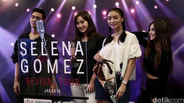 Gaya Para Selebriti di Konser Selena Gomez