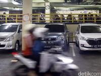 Mobil Dibobol di Parkiran Mal Kemang Village