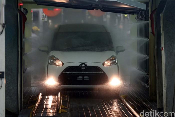 Pabrik milik PT Toyota Motor Manufacturing Indonesia (TMMIN) di Karawang resmi melahirkan mobil Sienta. Toyota menargetkan produksi 4.000 unit/bulan.