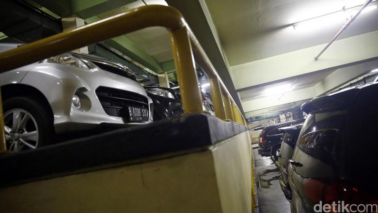 Parkir mobil (Foto: Rachman Haryanto)