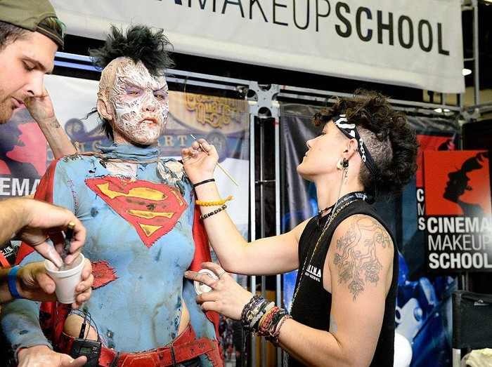 SAN DIEGO, CA - JULY 23:  Cosplayer attends Comic-Con International on July 23, 2016 in San Diego, California.  (Photo by Matt Cowan/Getty Images)