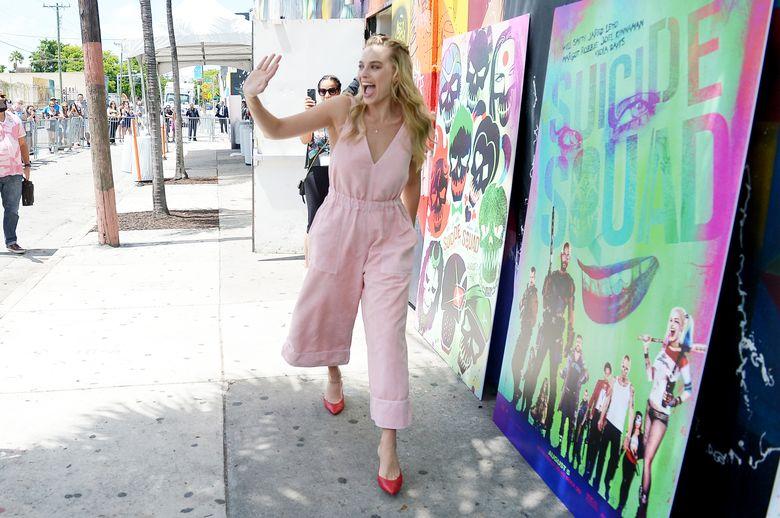 Margot langsung mendapat sambutan meriah saat tiba di acara Wynwood Block Party yang digelar di Miami, AS pada Senin (25/7/2016) waktu setempat. Gustavo Caballero/Getty Images for Warner Bros. Pictures/detikFoto.