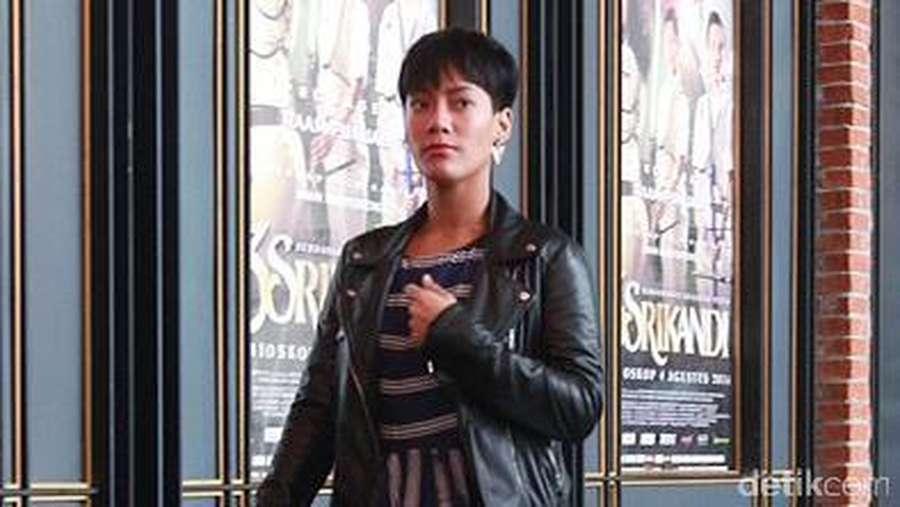 Gaya #OOTD Tara Basro dengan Jaket Kulit