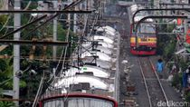 KRL Jakarta Kota Tertahan Gara-gara Benda Asing di Stasiun Cakung