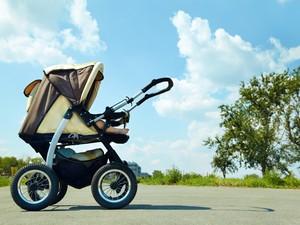 Ada yang Punya Pengalaman Pakai Baby Sitter Masih Muda?