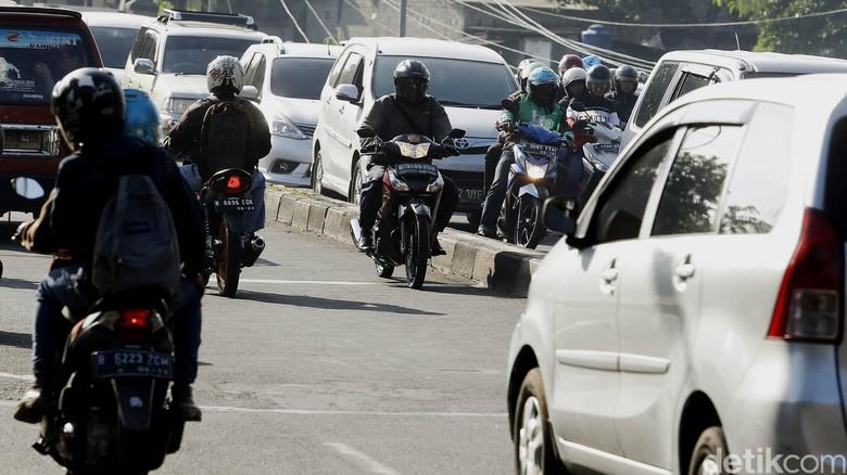 Pemotor lawan arus (Foto: Rengga Sancaya)