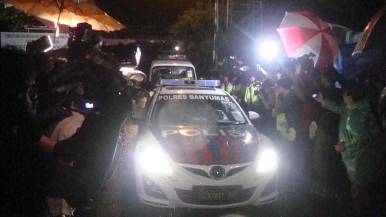 Ilustrasi ambulans dikawal polisi (Foto: Arbi/detikcom)