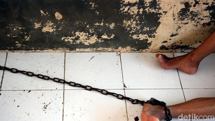 Pasung menjadi solusi zaman dulu di Banyuwangi untuk menangani ODGJ yang dikira terkena santet. Foto: dok.detikcom