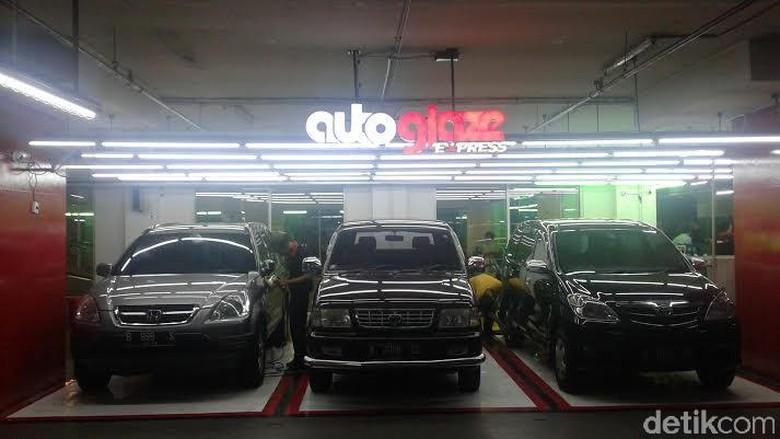 Cuci mobil di mall (Foto: Khairul Imam Ghozali)