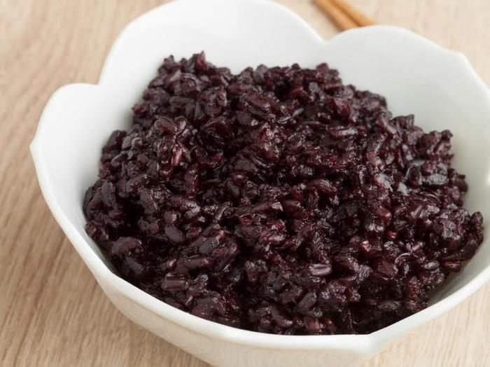 Beras hitam lebih baik daripada beras merah. Foto: iStock