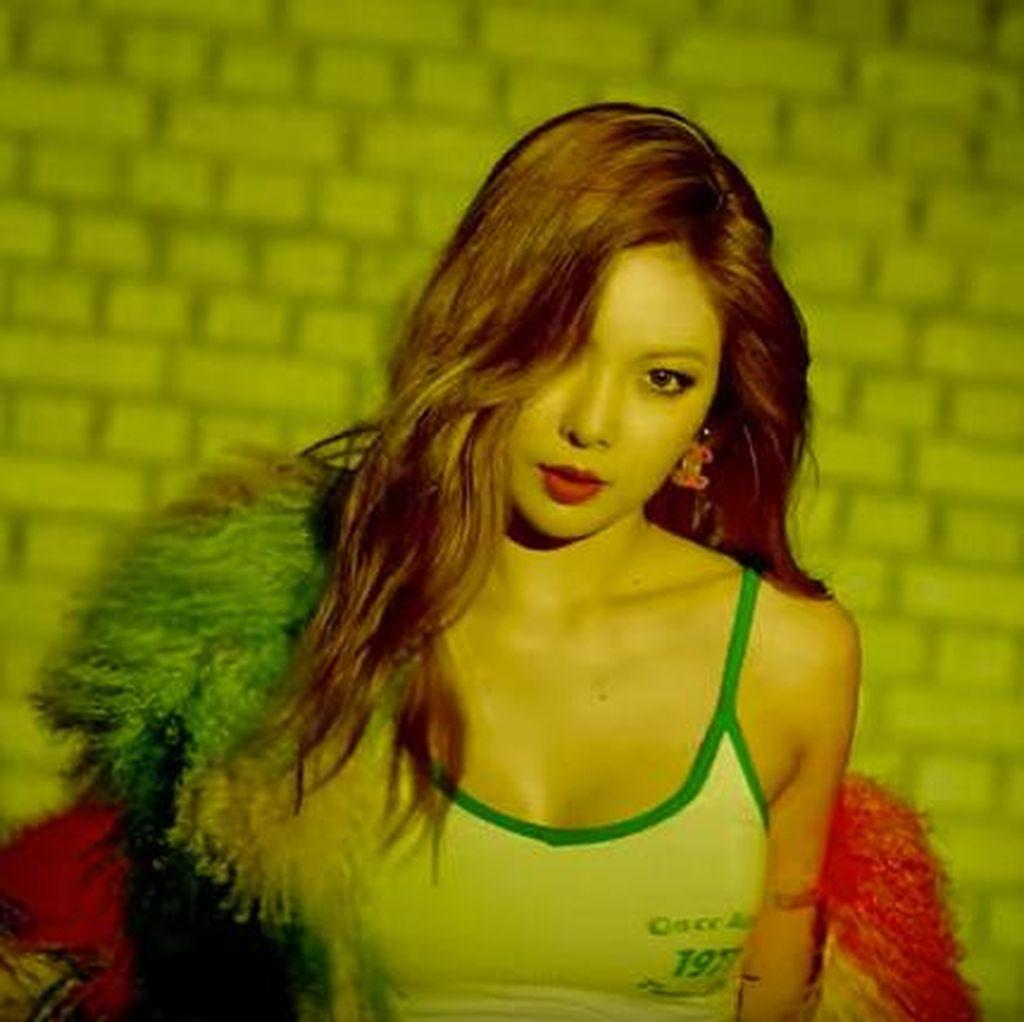 Buka Baju di Atas Panggung, Hyuna Bikin Heboh