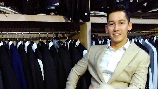 Samuel Zylgwyn Fitting Baju Pengantin