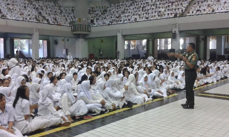 Panglima TNI Ingatkan Tren Perang Masa Depan di Depan Mahasiswa Baru UI