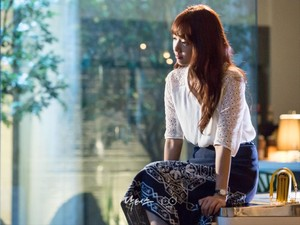 Daftar Harga Baju yang Dipakai Park Shin Hye di Serial Drama Doctors