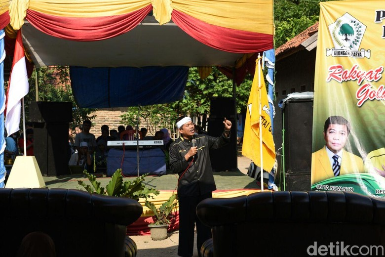 Dedi Mulyadi Lantik Ketua Golkar Karawang di Rumah Penderita Kanker