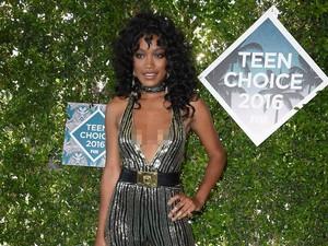 5 Selebriti dengan Busana Terburuk di Teen Choice Awards 2016