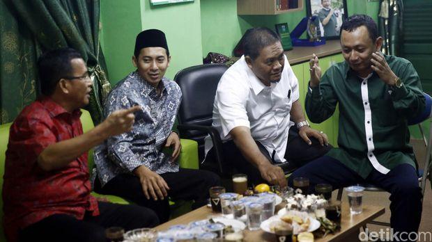 Ketua DPW PKB DKI Hasbiallah Ilyas (berkemeja hijau)