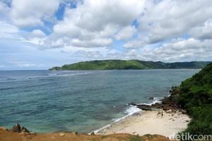 Pantai-pantai Cantik di Indonesia dan Mitos-mitosnya