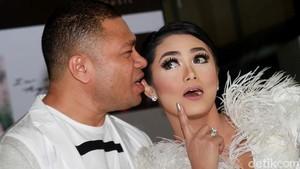 Foto #10YearChallenge Bareng Raul Lemos, KD Dicibir Masih Istri Anang