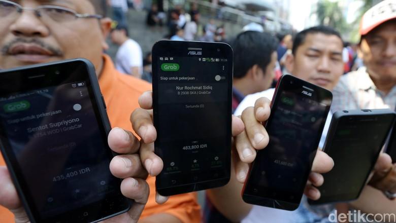 Pengemudi taksi online (Foto: Rachman Haryanto)
