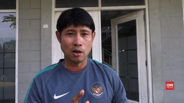 Eduard Tjong menjadi pelatih Timnas Indonesia di Piala AFF U-18 2016.