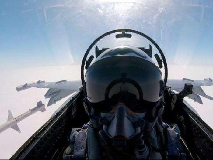 Luncurkan Rudal, Pilot Australia Selfie dari Dalam Jet