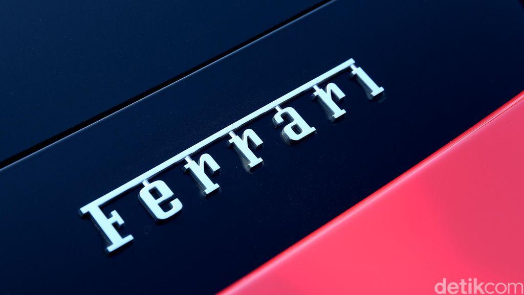 Ferrari Hilang Kendali di Tol JORR sampai Tabrak Mobilio