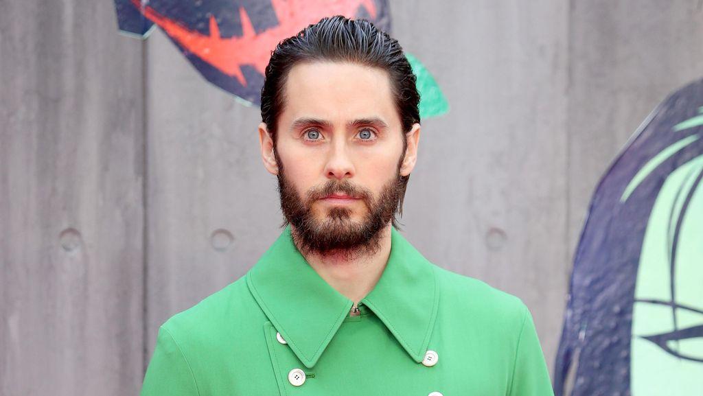 Jared Leto Pakai Jaket Hijau Gucci Impiannya di Premier Film Suicide Squad