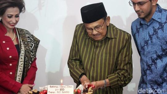 Surprise Bintang 3 Srikandi Rayakan Ulang Tahun B.J Habibie