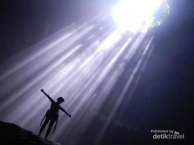 Cahaya Surga yang Terkenal di Gua Jomblang, Gunungkidul
