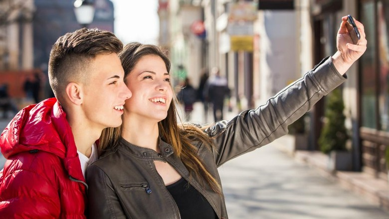 Ilustrasi turis selfie (Thinkstock)