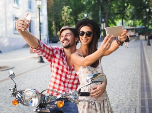 Manfaat Selfie untuk Kesehatan: Jadi Bahagia dan Percaya Diri