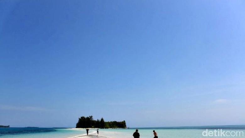 Ilustrasi wisata perbatasan, pantai cantik di Pulau Morotai (Moksa/detikTravel)