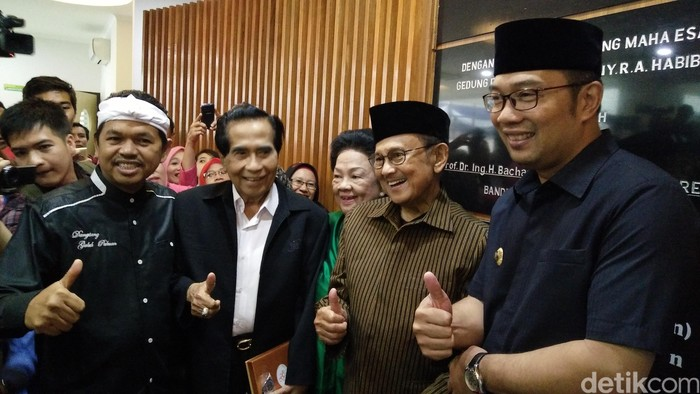 BJ Habibie meresmikan RS Khusus Ginjal RA Habibie di Jalan Tubagus Ismail, Kota Bandung, Senin 8 Agustus 2016. Foto: Avitia Nurmatari/detikcom