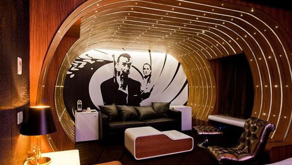 Kamar Hotel Romantis di Paris Bertema James Bond