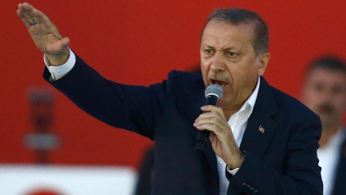 Turkish President Tayyip Erdogan speaks during Democracy and Martyrs Rally, organized by him and supported by ruling AK Party (AKP), oppositions Republican Peoples Party (CHP) and Nationalist Movement Party (MHP), to protest against last months failed military coup attempt, in Istanbul, Turkey, August 7, 2016.  REUTERS/Osman Orsal