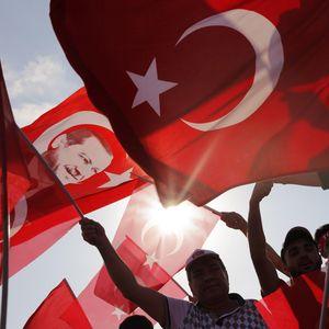 Lira Anjlok 20% Lawan Dolar AS, Turki Terancam Krisis