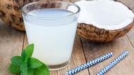 Rutin Minum Air Kelapa Bikin Awet Muda dan Tak Mudah Sakit