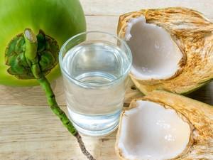 Mitos dan Fakta Soal Minum Air Kelapa Saat Hamil yang Perlu Bunda Tahu