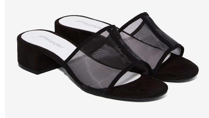 Editor s Choice  Variasi 5 Sepatu Hitam  Berjaring  untuk Tampil Ala ... ff836f331a