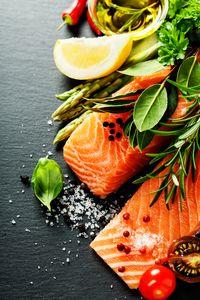Protein bisa bersumber dari salmon.