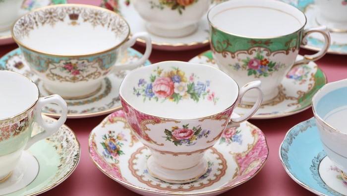 Aneka cangkir dan poci teh bermotif bunga cantik foto istock thecheapjerseys Gallery