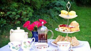 Mengadakan Afternoon Tea di Rumah? Tata Meja dengan Cara Ini